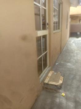 2bedroom Off Ogunlana Drive 850, Off Ogunlana Drive, Ogunlana, Surulere, Lagos, Flat for Rent