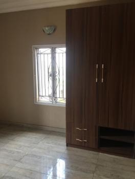 Service 3 Bedroom Flat, First Floor, Alagomeji, Yaba, Lagos, Flat for Rent