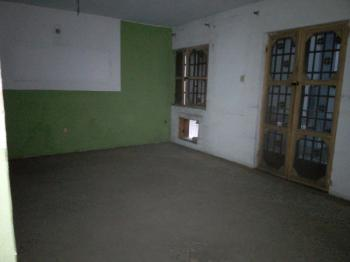 Old 3 Bedroom Flat (requires Little Renovation Work), Onike, Yaba, Lagos, Flat for Rent
