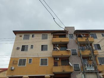Neat Looking 3 Bedroom Flat    Kw-1365, Adekunle, Yaba, Lagos, Flat for Rent