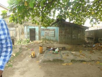 a Dilapidated Bungalow Sitting on 556sqm Land, Abule Oja, Yaba, Lagos, Detached Bungalow for Sale