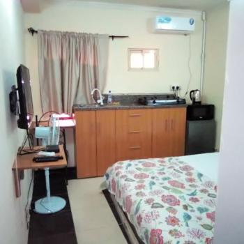 Studio with Free Unlimited Wifi and Dstv, 4 Ibrahim Atere Way, Off Beach Road, Jakande, Lekki, Lagos, Self Contained (single Rooms) Short Let