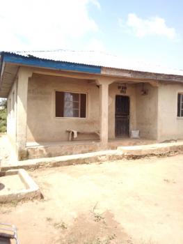 6 Room Tenement Building, Apete Ibadan, Ibadan, Oyo, Terraced Bungalow for Sale