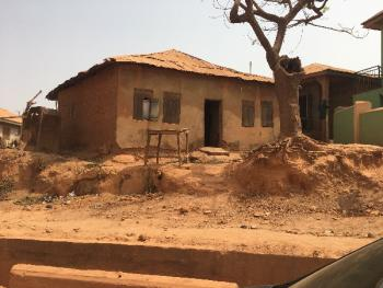Old Structure Facing Main Road, General Gas, Akobo, Ibadan, Oyo, Detached Bungalow for Sale