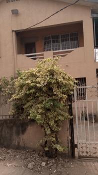 Nice 3bedroom Flat Upstairs, Ajao Road, Ogunlana, Surulere, Lagos, Flat for Rent