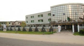 5 Star Hotel in a Very Good Location, Delta Road, Warri, Delta, Hotel / Guest House for Sale