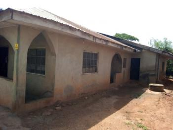 5 Bedroom Flat, Along A3 Hotel Power House, Ojoo Expressway, Ojoo, Ibadan, Oyo, Block of Flats for Sale
