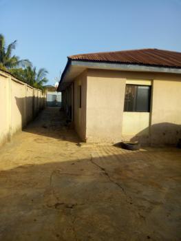 Neat 3 Bedroom Flat, Off Iyana Agbala Sekunderin Area, Alakia, Ibadan, Oyo, Flat for Rent