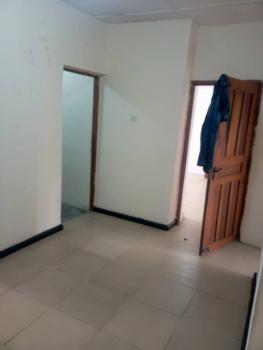 Two Bedroom Flat, Adekunle, Alagomeji, Yaba, Lagos, Flat for Rent