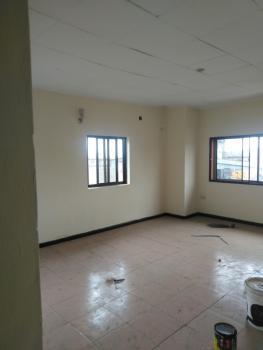 3 Bedroom Flat, Off Queens Street, Sabo, Yaba, Lagos, Flat for Rent