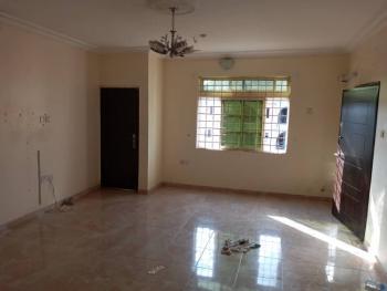 3 Bedroom Flat. 3 Toilets, 3 Bathrooms, Alagomeji, Yaba, Lagos, Flat for Rent