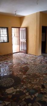 Lovely 3 Bedroom Flat, Adekunle, Yaba, Lagos, Flat for Rent