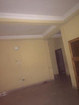 2 Bedroom 2 Toilets 1 Room En-suite., Fola Agoro, Yaba, Lagos, Flat for Rent