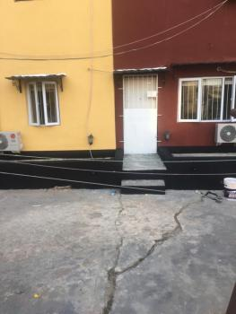 Renovated 2 Bedroom Apartment, Iponri Estate Surulere, Surulere, Lagos, Flat for Sale