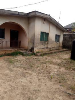 6 Bedroom Bungalow, Bucknor Estate, Isolo, Lagos, Detached Bungalow for Sale