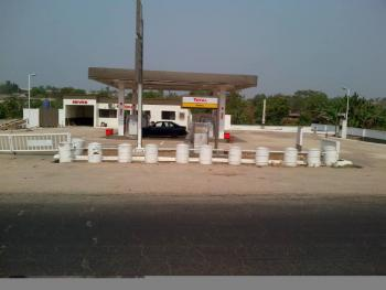 Functioning Filling Station, Along Ife - Ibadan Express Road, Irewole, Osun, Filling Station for Sale