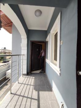 Well Maintained 3 Bedroom Apartment Upstairs with Bq, Off Admiralty Way, Lekki Phase 1, Lekki, Lagos, Flat for Rent