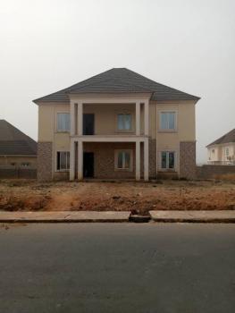 Super Distress  4bedroom in a Pretty Location on a 1100sqm Land, Close to Coza Church, Guzape District, Abuja, Detached Duplex for Sale