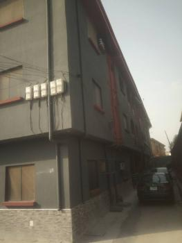 3 Bedrooms Flat, Adeola Ajayi Crescent, Mafoluku, Oshodi, Lagos, Flat for Rent