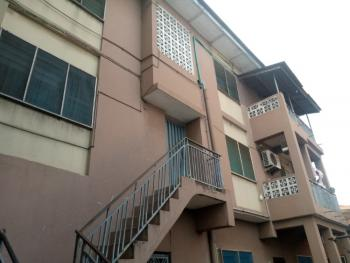 Ensuit Three Bedroom Flat, Fadeyi, Shomolu, Lagos, Flat / Apartment for Rent